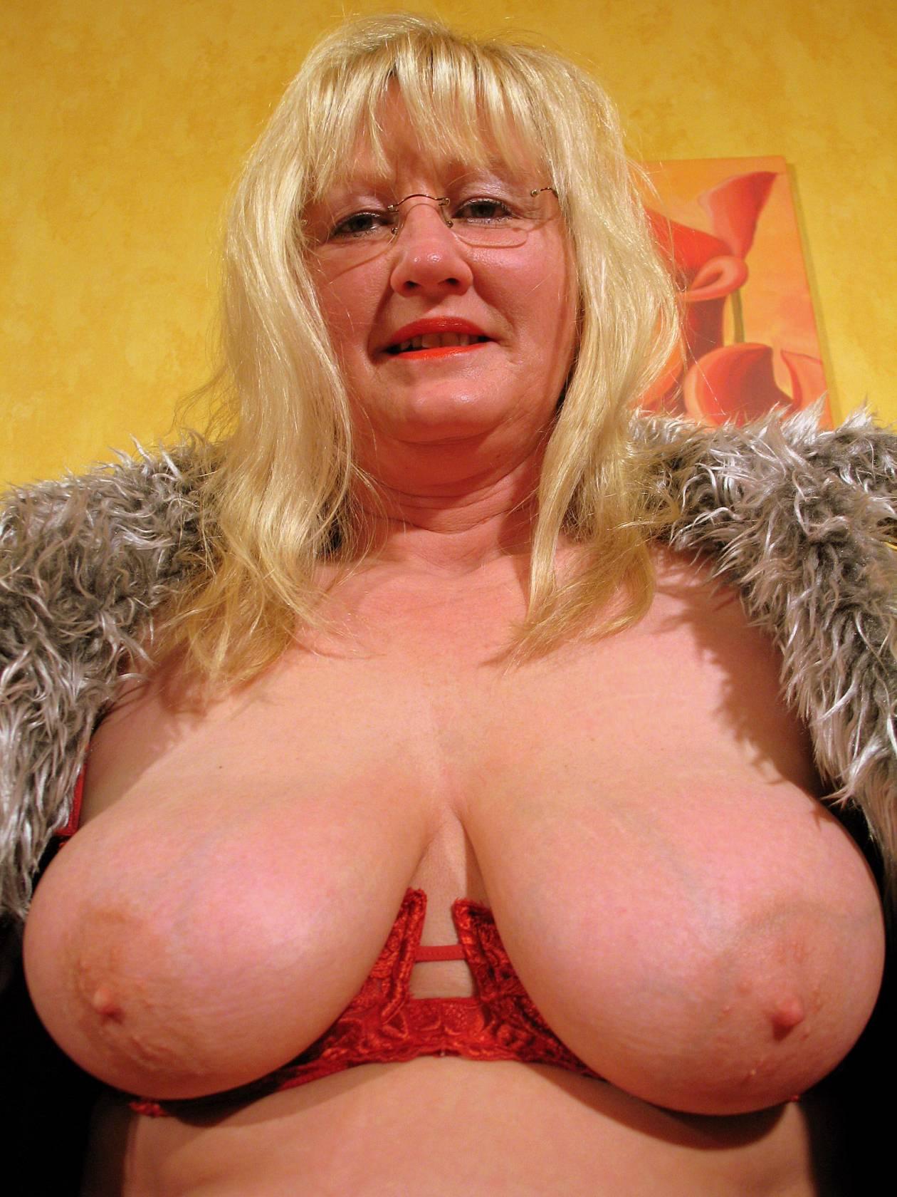 boy-andrea-german-mature-housewife
